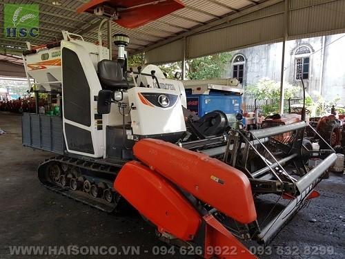 Chiếc máy gặt với công suất cao đáp ứng nhiều điều kiện ruộng lúa