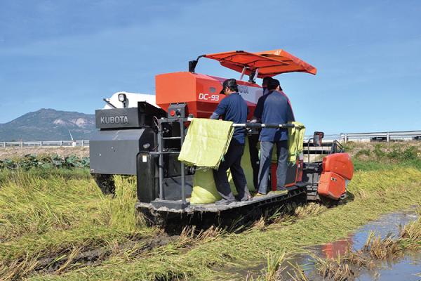 Máy gặt Kubota DC93